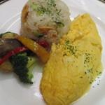 レストラン万葉 - 料理写真:特製オムレツ ガーリックライス添え