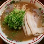 44663942 - どんぶりセット(とんこつラーメン、ミニ鶏そぼろ丼) ¥880 のとんこつラーメン