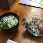 やぐら寿司 - セットのお吸い物とサラダ