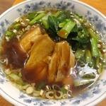 中華台湾屋台 三彩居 - 豚角煮麺です。