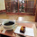 chez 瑠万 - 和菓子とコーヒーで税込1100円。コーヒー単品だと800円