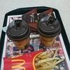 マクドナルド - 料理写真:三角チョコパイ100円嬉しいよね~♪♪♪