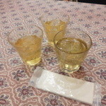 KHANHのベトナムキッチンGINZA999・Chi em - 冷たいハス茶・パクチーレモングラス茶(セルフ)