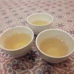 KHANHのベトナムキッチンGINZA999・Chi em - 温かいハス茶(セルフ)