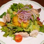 アンジェリーナケーキショップ - 大山鷄のローストとポテト、ベーコンの温かいサラダ