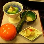 古仙 - 新緑寄せ(海老、わらび)胡麻の香り、姫皮の雲丹和え、ちまき、じゅんさいと小芋吸酢、他