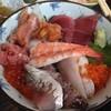 三陸 - 料理写真:海鮮丼(+この日はあら汁)