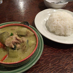 アムリタ食堂 - H27.11.22 「ゲーンキョウワーン」 (鶏と茄子のグリーンカレー)。