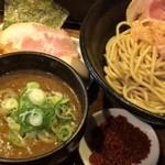きころく - つけ麺750円大盛り無料。辛味50円、具沢山トッピング250円。