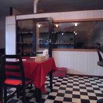 ヘラディワ - 奥にはスパイスや食品類売っています(^_-)