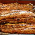 成田 鰻願亭 - 艶々したルックスの鰻は脂がのって肉厚