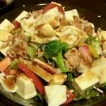 朝日堂 - とうふとツナのサラダ 850円