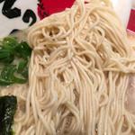 濃厚煮干とんこつラーメン 石田てっぺい - 麺