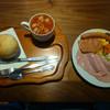 アキタハム - 料理写真:ソーセージの盛り合わせ 丸パンセット