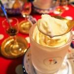 ミルク村 - Aセット ダルジャン(まずはソフトクリームのとんがりを食べる)