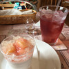 スウィーツガーデン - 料理写真:イートイン。ドリンクはフルーツガーデン
