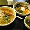 炭火焼肉 ジュージュー - 料理写真:豚しゃぶ冷麺(810円)&ビビンバ(880円)