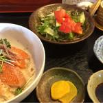 りん花 - 西米良サーモン丼。 土日祝日のランチメニュー、らしいです。 こちらに、お味噌汁も付きます。