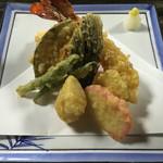 そば心 ゐ田 - 天ぷら盛付 ¥1,500 大海老、いんげん×2、茄子、南瓜、板わさ、生姜、海老しんじょ 衣はサクッというより、パリッとした食感です。