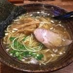 めん屋 まんまる - 料理写真:醤油らー麺