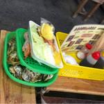 唐泊恵比須かき小屋 - 野菜 エビ カキを注文