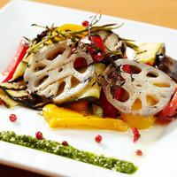 産直野菜をはじめ、新鮮食材を使った色鮮やかな料理