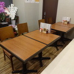呑・さなみ - 奥のテーブル席