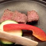 45021376 - リブロースの陶板焼き                        遠慮がちなちっちゃいお肉でした
