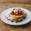 ジェイエス パンケーキ カフェ - 料理写真:イチゴやブルーベリーをたっぷりトッピングし、まるごと一本のバナナで大満足な一皿です。(プレーン、キャラメリゼしたフレンチトースト仕立てからお選びください。)