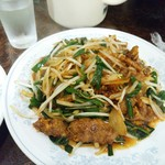新華苑 - 料理写真:レバニラ炒め、レバーの癖が無く食べやすいのです。