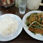 新華苑 - 料理写真:レバニラ炒め950円とご飯250円