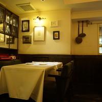 渋谷駅から徒歩6分。レトロな異国情緒が漂う隠れ家的レストラン