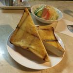 45090405 - 事前に頼むとライスは、厚切りトーストに変更可能。ふんわりな感触でバターたっぷり!