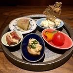 鴨とワイン Na Camo guro - 美しい盛り付けのおいしい五種皿!