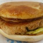 バーガーシティ - とち餅入りとちの実バーガー