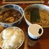 美豚 - 料理写真:煮魚出汁つけ麺味付け玉子¥950。ランチサービスの半ライス。