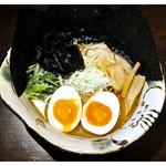45149232 - 「塩ラーメン+味玉・焼き海苔」… 後味ピリ辛です(2015.11)