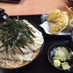 萬屋 - 天ぷらそば。