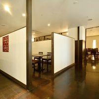 浜松四川飯店 - 個室感覚で少人数にも最適なテーブル席も多数ご用意。 周りを気にせずゆったり寛げます!