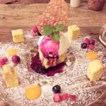 ハチドリtable - デザート パンプキンのレアチーズケーキ 綺麗な盛り付けです