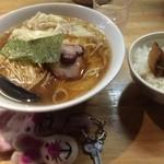 45191888 - わんたんそば(大盛)+豚角煮ごはん【料理】