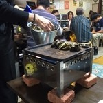 カキ小屋フィーバー - ガンガン焼き1キロで10個〜15個