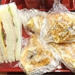 アンティーブ - 料理写真:(2015・11)2種eat in♪(サンド&チキチキガーリックチキンピッツァ)は、コーヒー工房さんでイートイン!