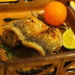 鎌倉山倶楽部 - 焼き物は鰊。金柑をそえて。お好みで酢橘でどうぞ