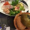 ケーニヒスクローネ - 料理写真:サラダとパン