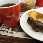 ミスタードーナツ - 料理写真:ポンデショコラとホットコーヒー