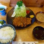 とんかつ割烹 陣屋 - とんかつ定食(940円)