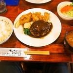 キッチンパパ - 料理写真:ハンバーグ&カキフライ