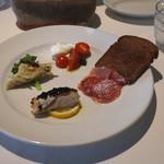 アンビグラム - シェフおすすめの4種類の前菜盛り合わせ