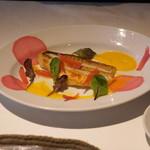 アンビグラム - 甘鯛のソテー 黄パプリカのピューレと野菜のアグロドルチェ添え